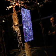 Cet artiste haïtien a plongé des Belges dans les eaux de Sodo